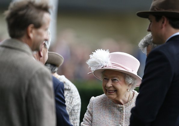 Queen Elizabeth II attended The Qipco British Champions Day at Ascot Racecourse in Ascot. Style od Eizabeth