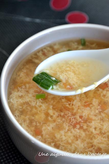 Soupe chinoise à la tomate et à l'oeuf battu  ken hom