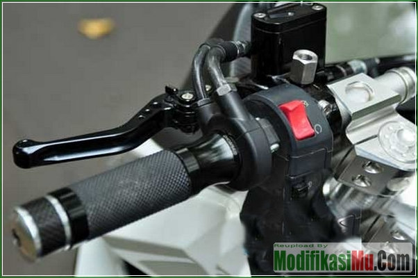 Stang Model Jepit - Modifikasi Honda Vario 150 eSP Gaya Sport Matic Ala Moge