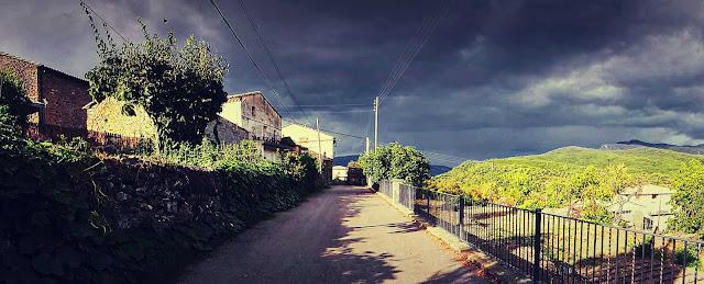La carretera en el barrio de arriba