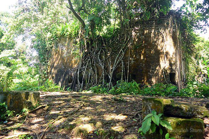 Benteng Karang Bolong di Pulau Nusa Kambangan, Cialacap