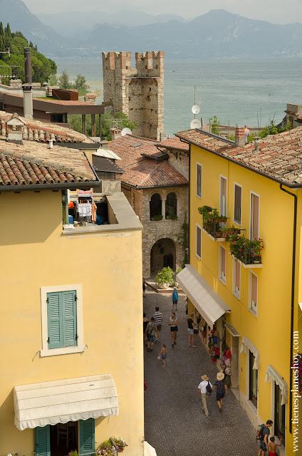 Sirmione pueblo bonito Italia