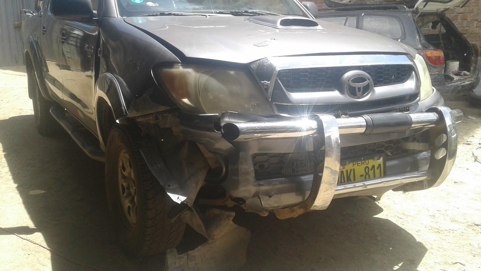 Automotriz Huancayo : Toyota Hilux chocado