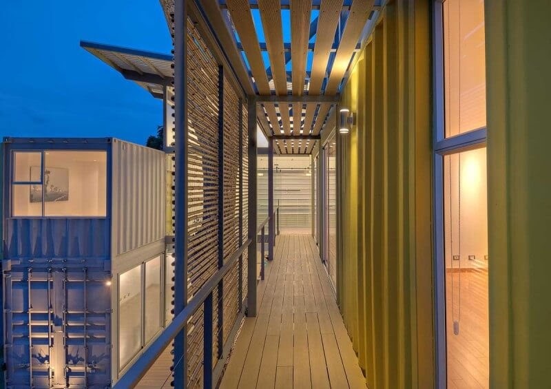 11-Balcony-MJ-Trejos-Recycled-Shipping-Containers-Home-www-designstack-co
