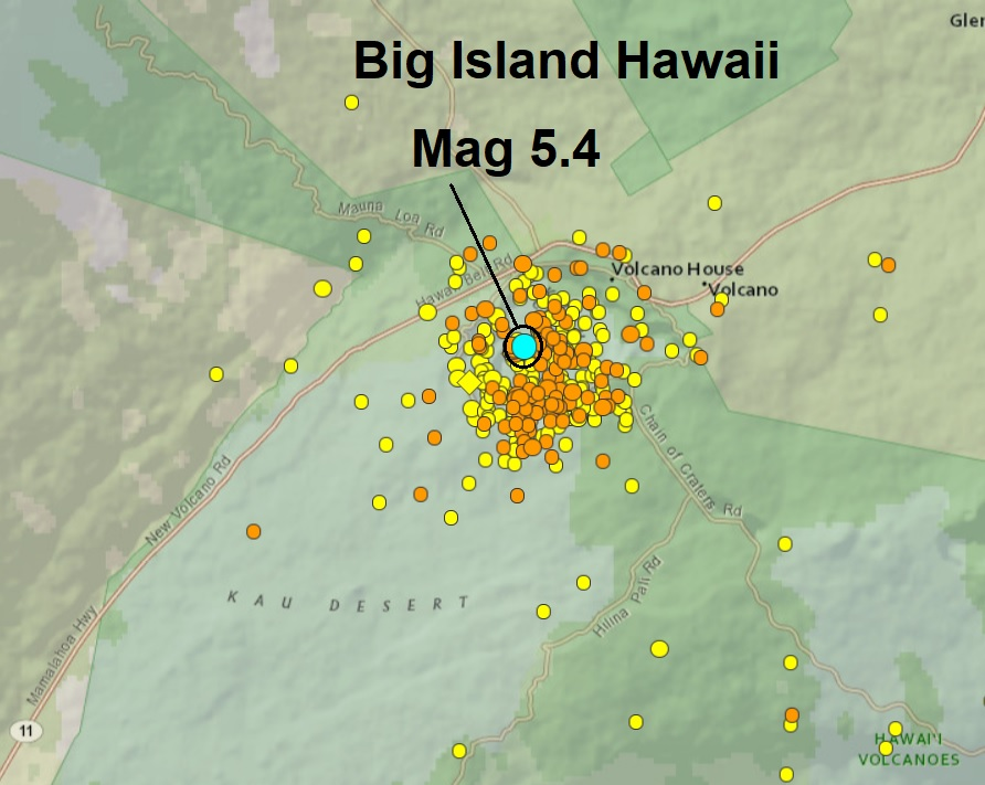 Another explosion at Kilauea's summit triggers a 5.4-magnitude quake causing an ash-cloud 10,000ft into the Hawaiian sky  Naamloos