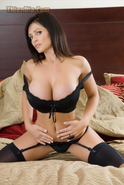 Hot girls Denise Milani sexy with super boobs 11