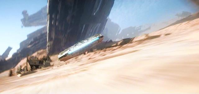 Millennium Falcon pe planeta Jakku