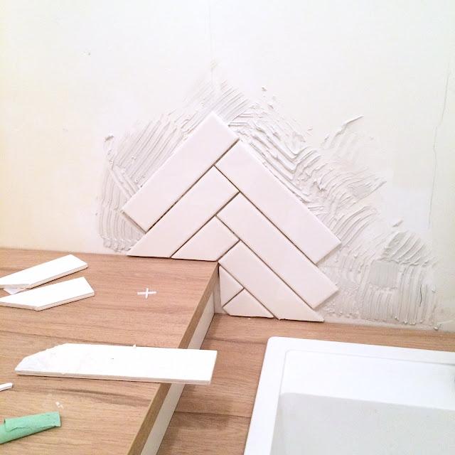 how-to-herringbone-tile-backsplash-harlow-and-thistle-6