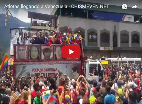 Atletas que recibieron 3 pinches Medallas recibidos sobre camión con la cara de Maduro