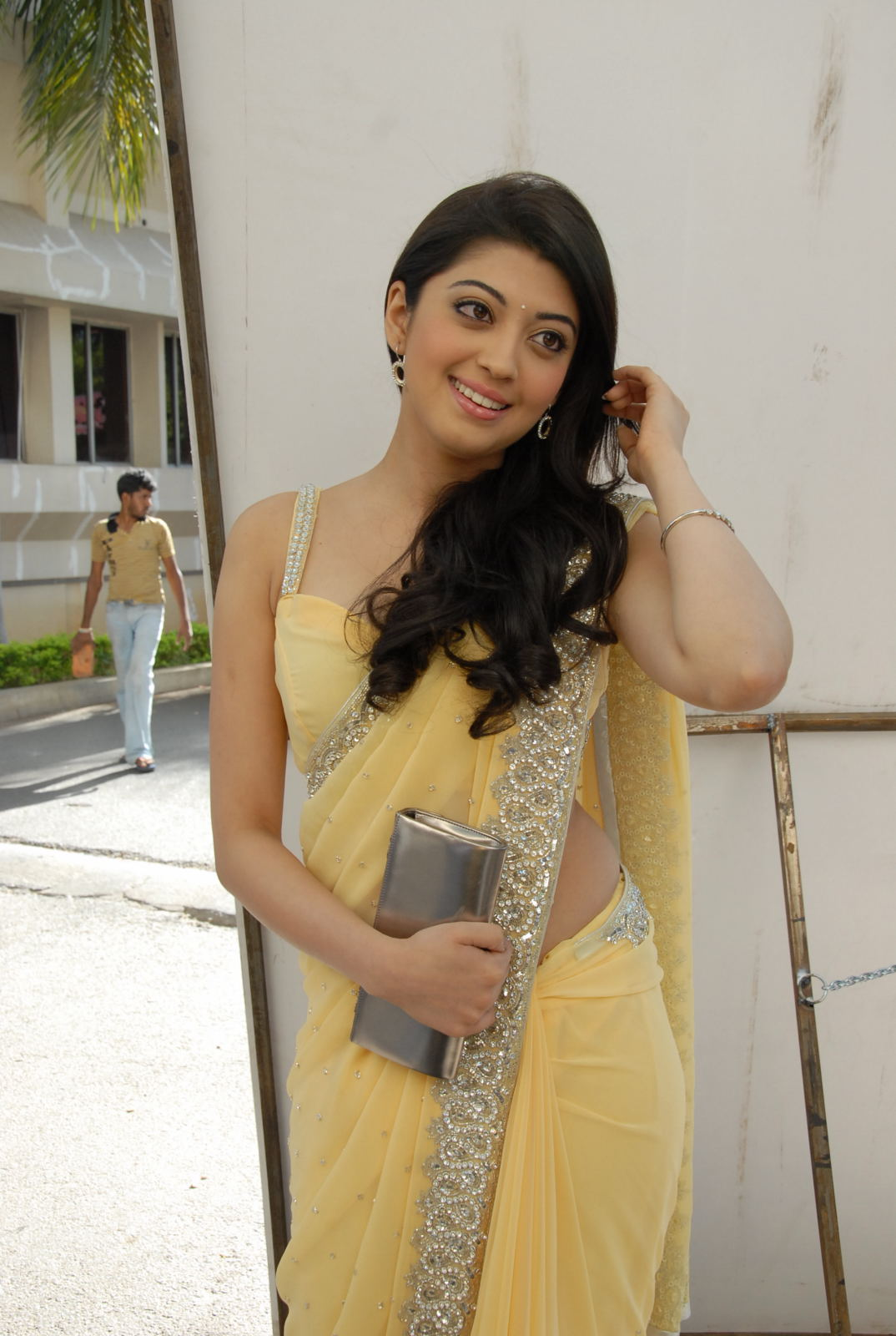 Beautiful actress Pranitha Latest Stills in saree