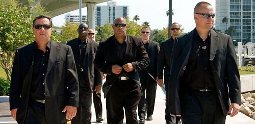 لماذا يرتدي الحراس الشخصيون دائما النظارات الشمسية السوداء
