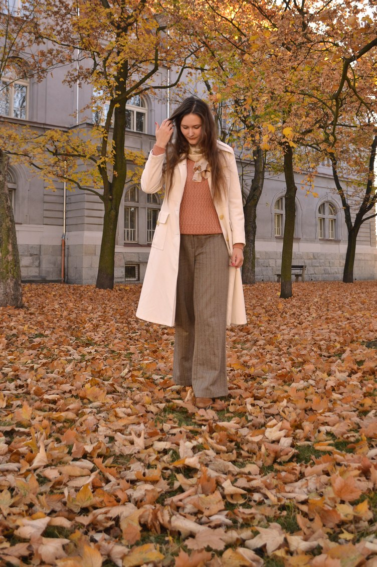 autumn outfitpost, georgiana quaint, second-hand outfit, autumn pants, autumn fashion, vintage coat, textile house secondhand
