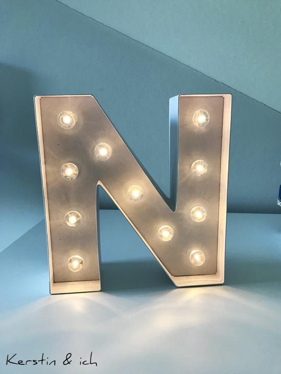 Kinderzimmer Junge Buchstabenlampe
