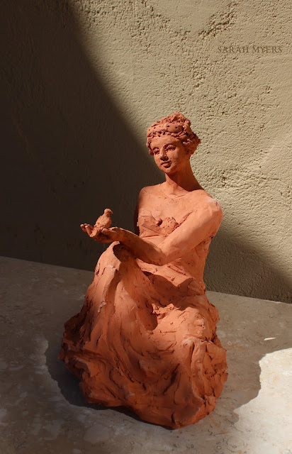 woman, sculpture, art, bird, escultura, arte, terracotta, sarah, myers, red, clay, earthenware, sitting, seated, small, tanagra, classical, contemporary, kunst, skulptur, quick, lady, finch, graceful, frontal, front, facing