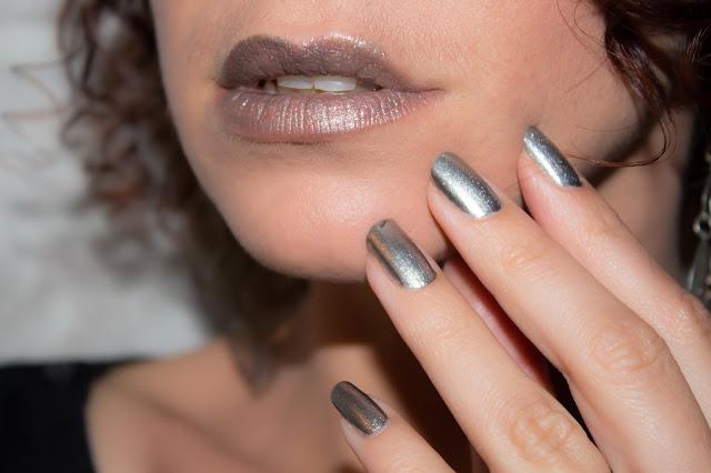 maquillage lèvres argenté