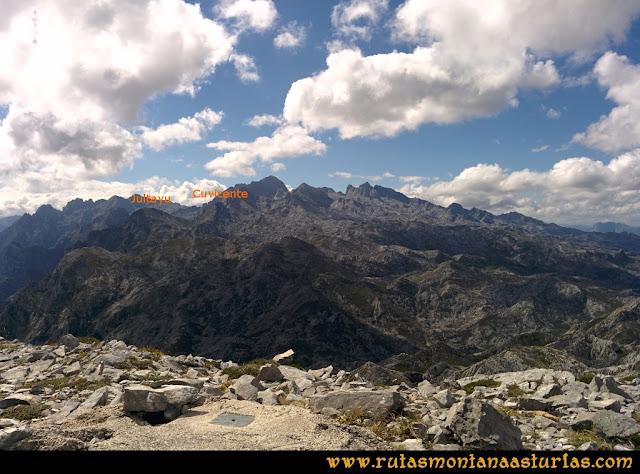 Ruta al Cabezo Llerosos desde La Molina: Vista del Jultayu y Cuvicente desde el Cabezo Llerosos