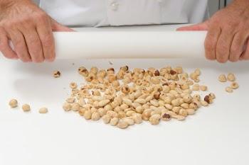 Πώς χοντροκόβουμε εύκολα ξηρούς καρπούς
