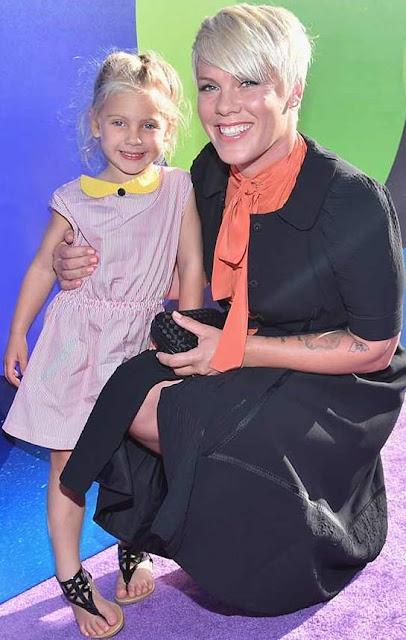 Foto de Pink feliz junto a su hija