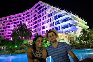 hilton cartagena iluminação e piscina