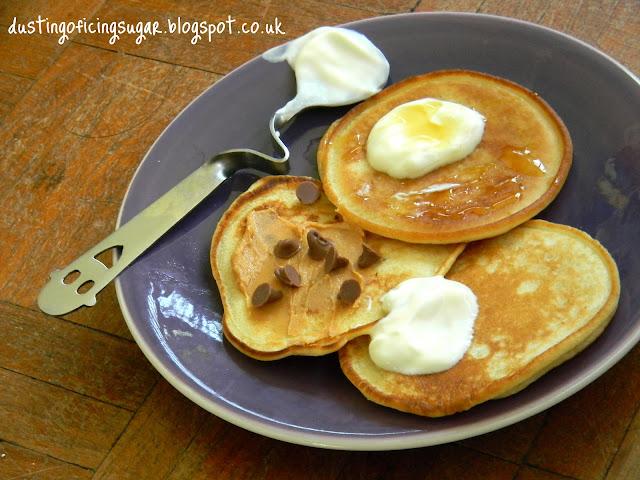 Scotch pancakes - dustingoficingsugar.blogspot.co.uk