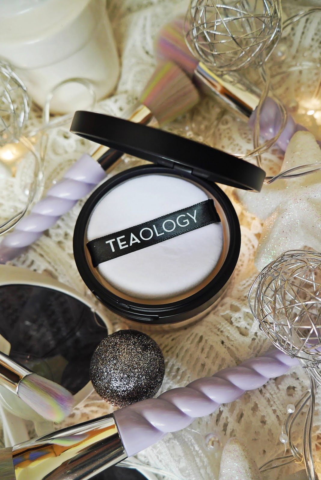 teaology puder z białą herbatą matujący blogerka urodowa blogerka modowa makeup karyn