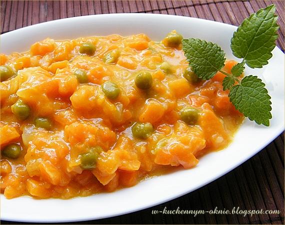 marchewka z groszkiem duszona smaczny dodatek na ciepło do drugiego dania obiadowego