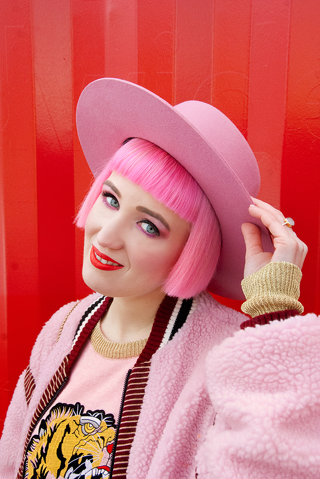 Lack of color, pink hat, pink haired blogger