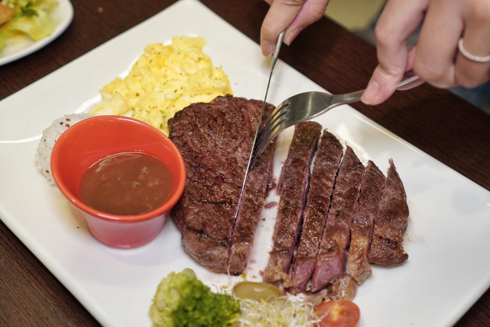 台南東區美食【大大力牛排館】瓷盤牛排厚切沙朗