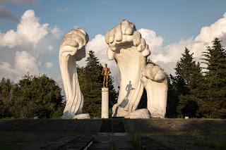 Absolutnie przecudny pomnik, akurat w sowieckiej Gruzji.