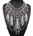 http://www.stylemoi.nu/pearl-tassel-chrystal-flower-statement-necklace.html