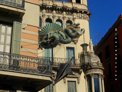 barcelona-casa-cu-umbrele-3
