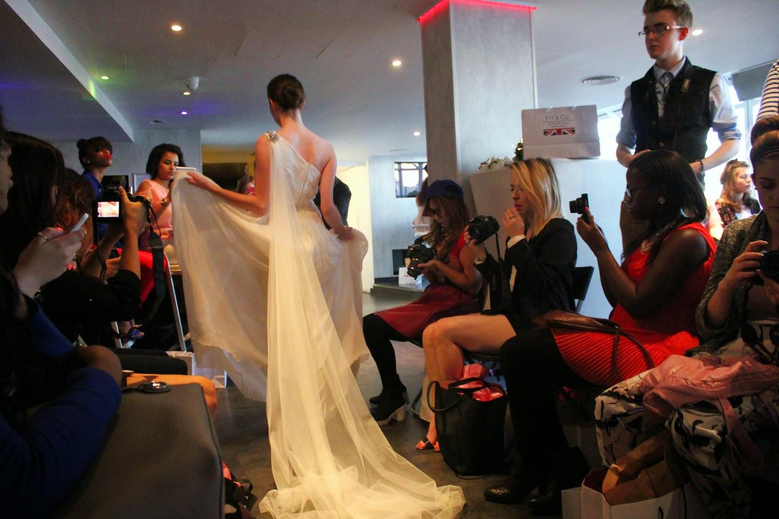 bloggers-love-fashion-week-catwalk