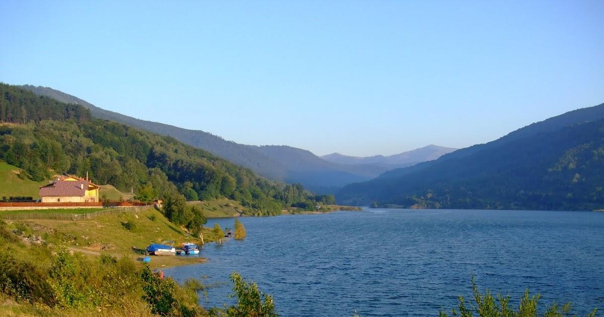 Cheia Road Maneciu lake