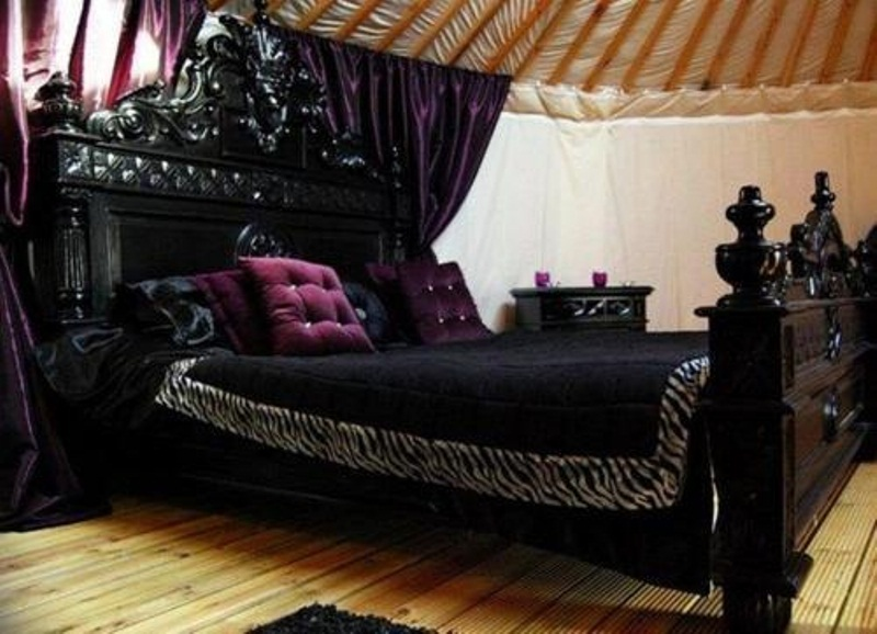 Home Interior Designs: Gothic Bedroom Designs