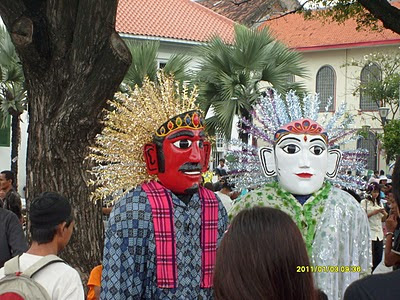 Ondel ondel is traditional a large doll from Jakarta