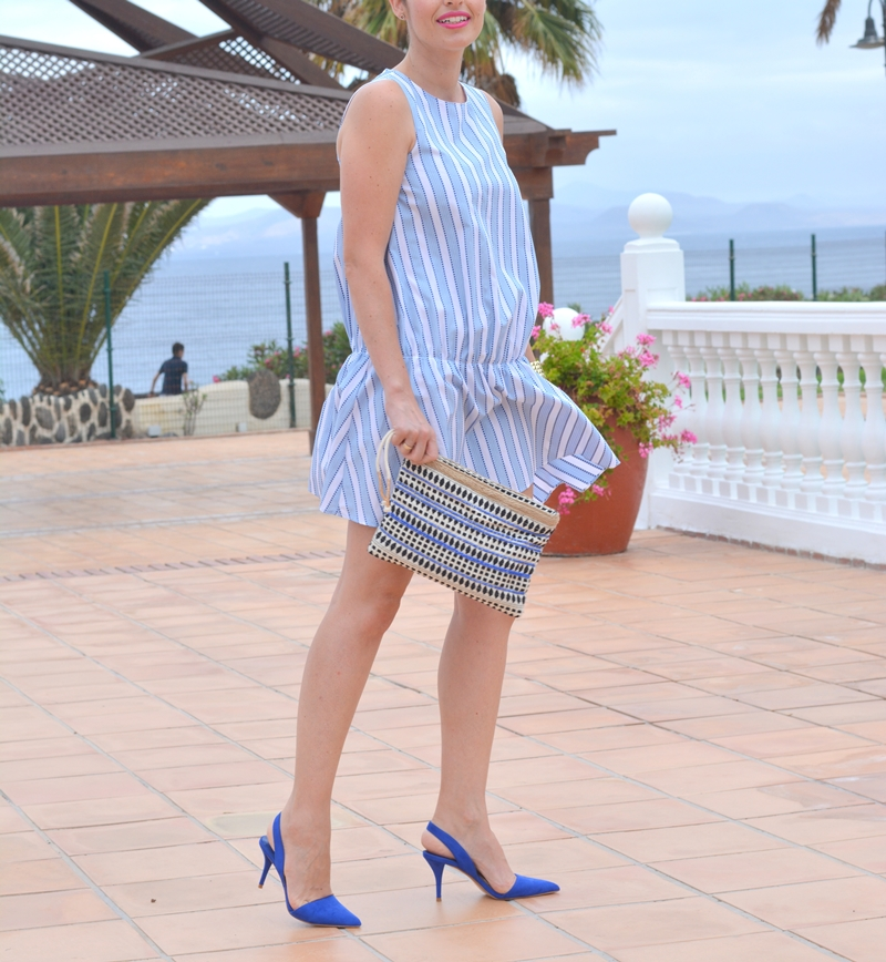zara-blue-dress-look-street-style