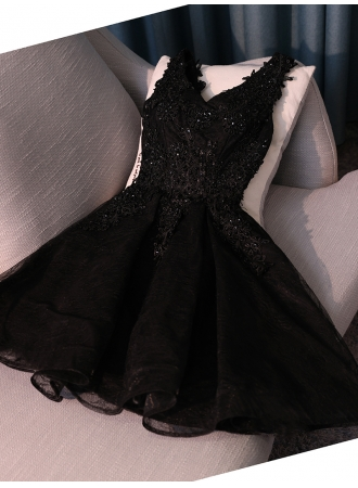 https://www.yesbabyonline.com/g/short-a-line-black-beads-newest-lace-appliques-homecoming-dress-108718.html?source=emanuela
