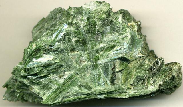 Actinolite asbestos, asbestosis, pneumoconiosis, mesothelioma, etiology, causes, chemical formula Ca2(Mg, Fe)5(Si8O22)(OH)2