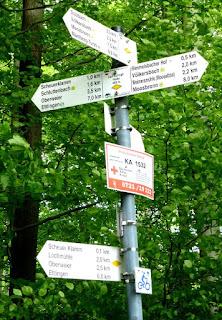Hinweisschilder oberhalb des Rimmelsbacher Hofs