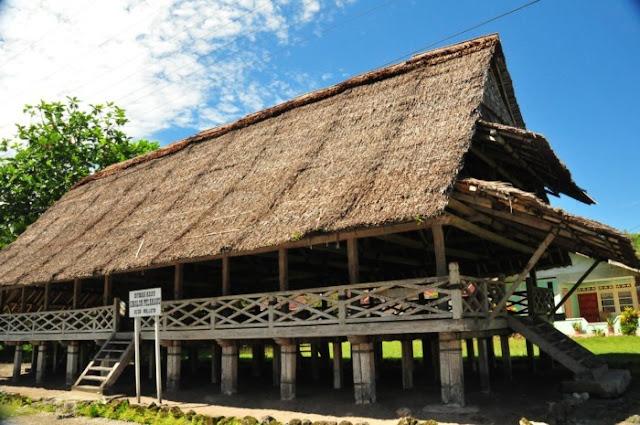 Rumah Adat Provinsi Maluku Utara ( Rumah Baileo )