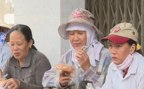 Xe bánh mỳ từ thiện chan chứa tình người tại Quảng Ngãi