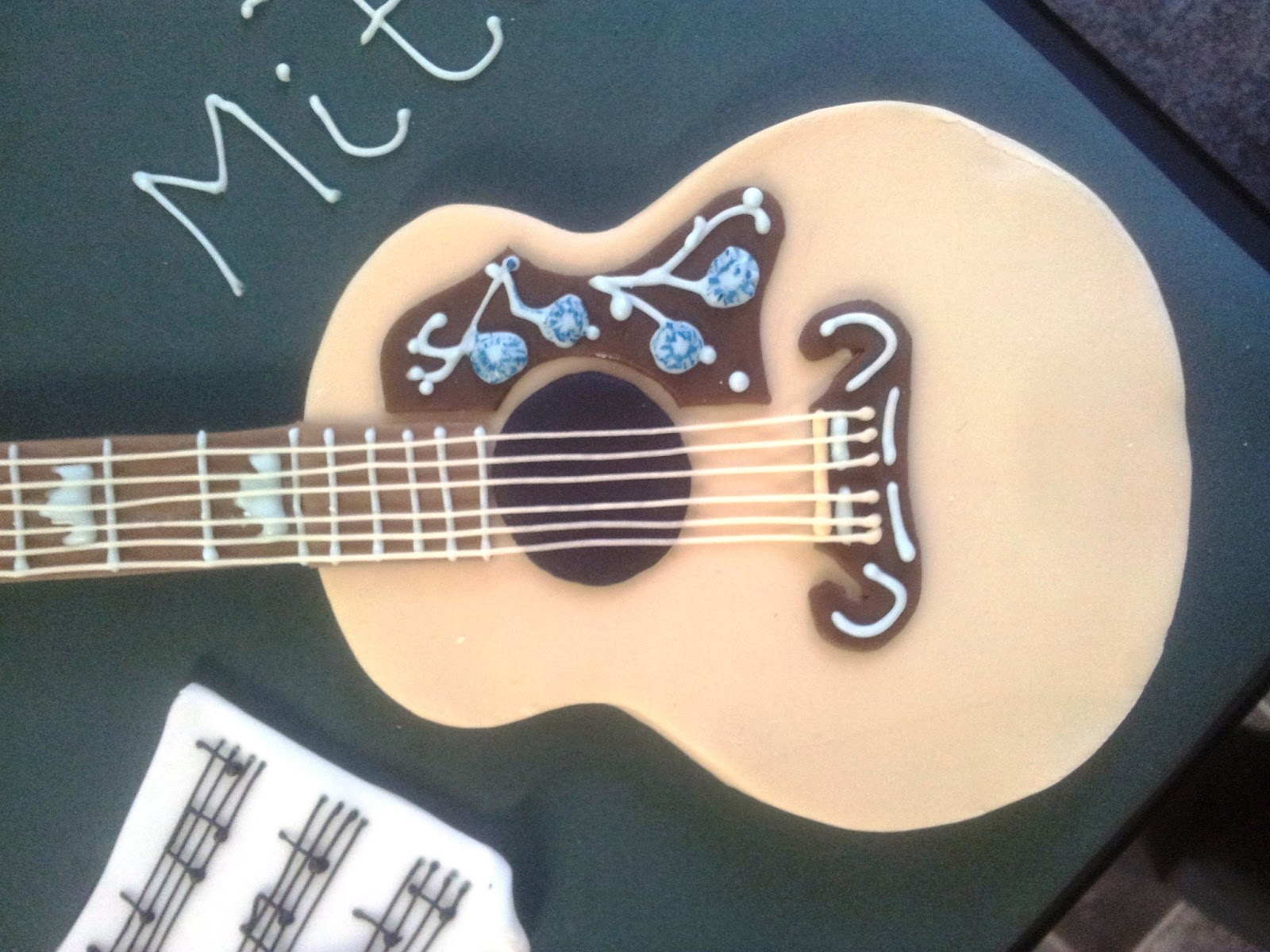tallulah 39 s bakery birthday cake acoustic guitar. Black Bedroom Furniture Sets. Home Design Ideas