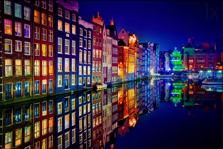 10. Canals of Color – Amsterdam, Netherlands - 27 Amazing Travel Photos That Will Infect You With The Travel Bug