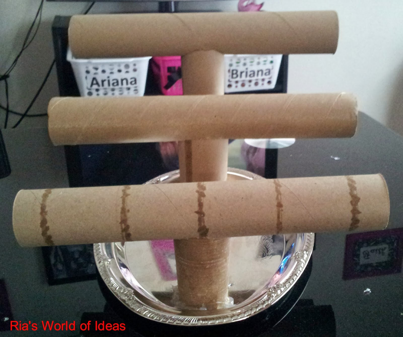 Crafts Made From Paper Towel Rolls: Ria's World Of Ideas: DIY Paper Towel Roll Jewelry Holder