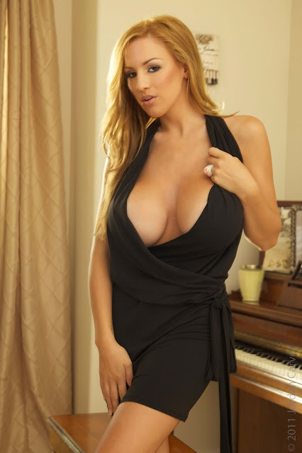 sexy-Jordan-Carver-Symphony-5th-hot-Photoshoot-HD-Pic-3