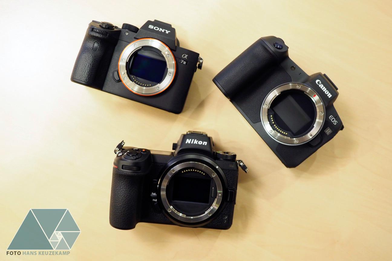 Три фотоаппарата Sony A7 III, Nikon Z7 и Canon EOS R