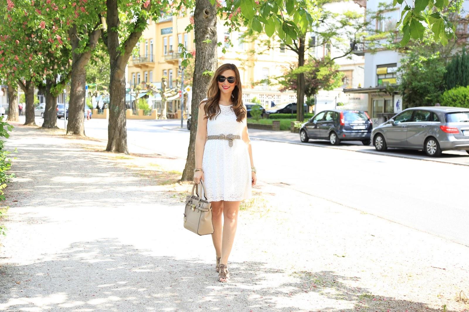 Blogger aus Deutschland - blogger im Kleid - Sommer Outfit mit weißem Kleid - Sommer Outfit der Fashionblogger - fashionstylebyjohanna Blogger aus Frankfurt