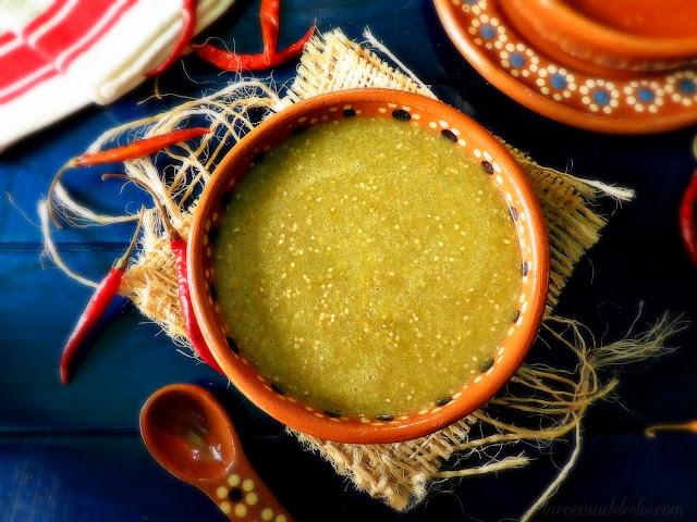 Salsa Taquera Verde (Mild Green Tomatillo Taco Salsa) - lacocinadeleslie.com