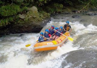 Rafting di Sungai Cisadane, Bogor, Arung jeram di Sungai Cisadane, Rafting di Bogor, Paket Rafting di Bogor, Arung jeram di Bogor
