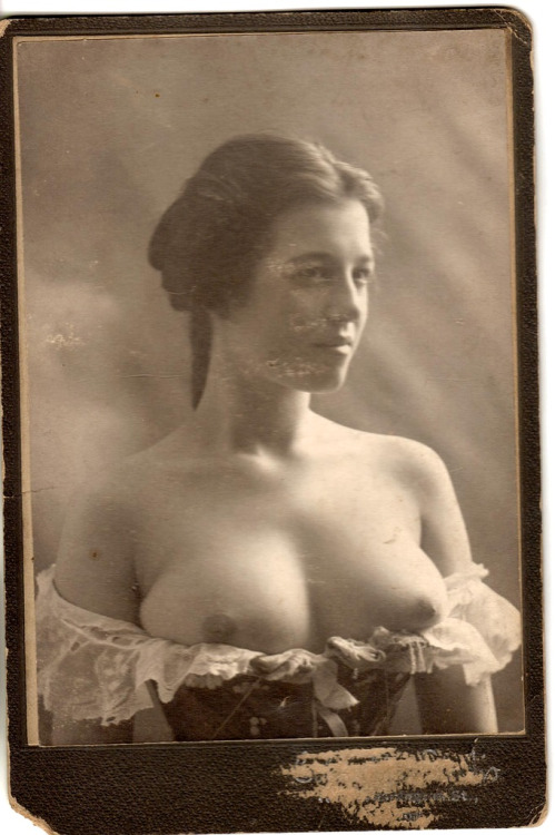 Pictures Of Women With Pierced Nipples
